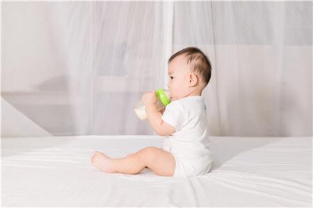 新生儿喝了凉奶的症状